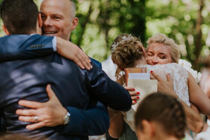 abraços aos noivos foto makemyday