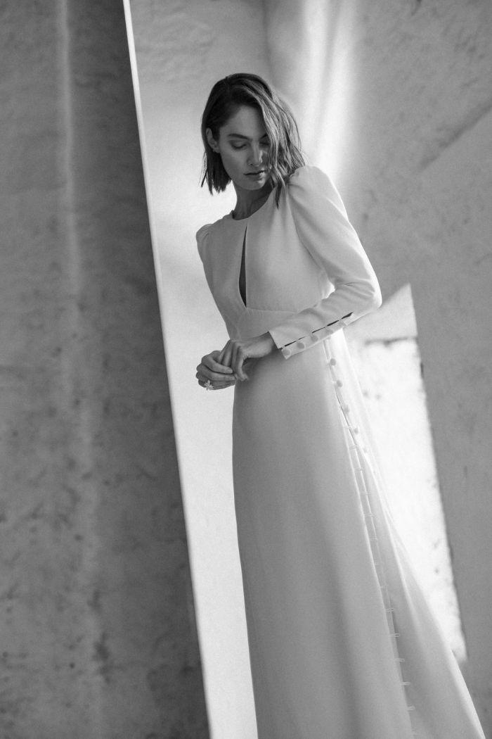 vestido de noiva minimalista com manga comprida
