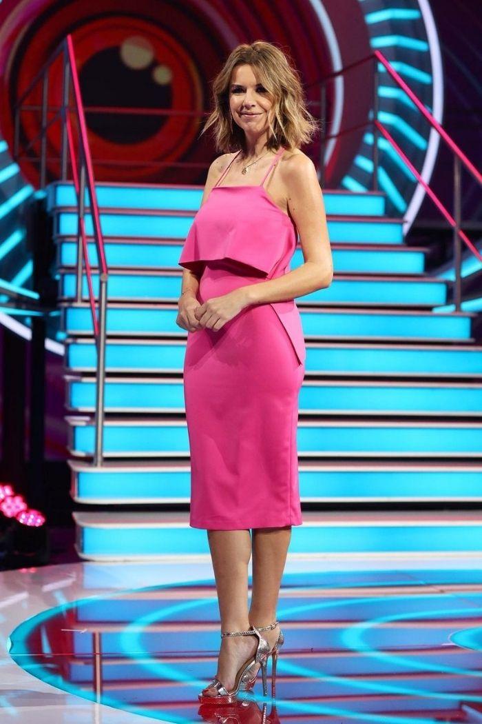 A Pipoca mais doce com vestido rosa