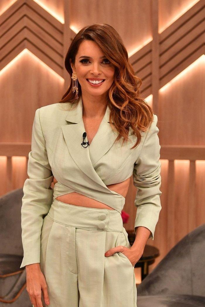 cross top e calças pistacho Marianna Senchina vestido por mariana cerqu