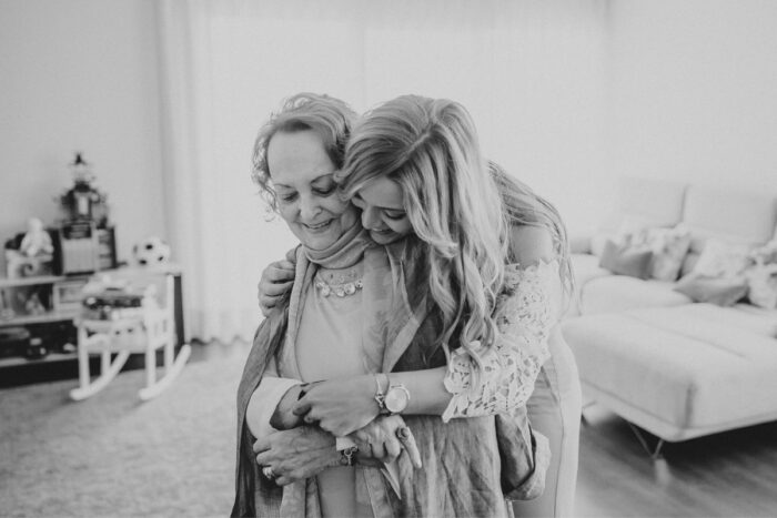 noiva abraça mãe casamento makemyday