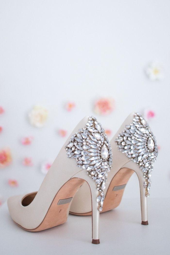 sapatos com pedraria na parte de trás anna walker